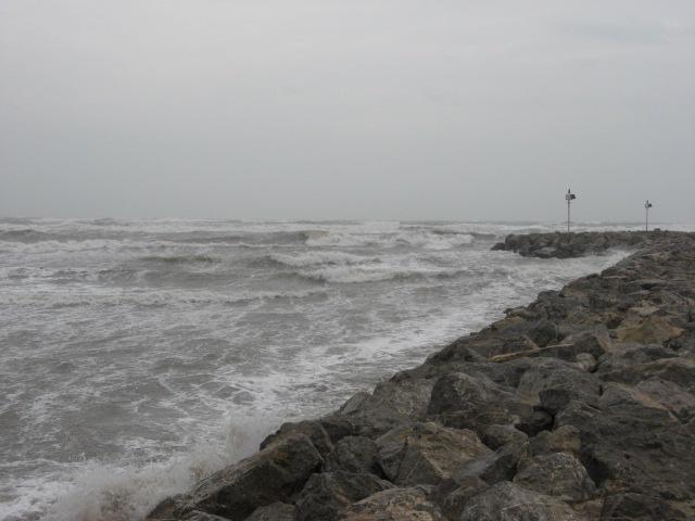 vagues à gruissan